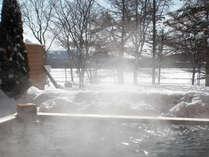 冬の楽しみはやっぱり『雪見露天風呂』目の前に広がる雪景色をお楽しみ下さい