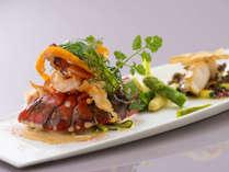 高級食材「オマール海老」にシェフ自慢のソースを添えて