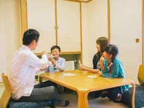 家族連れやグループに好評の和洋室