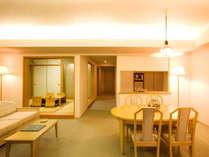 84平米という広々とした客室には明るく開放感に溢れた贅沢な雰囲気