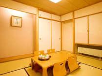 広々とした客室には明るく開放感に溢れた贅沢な空間