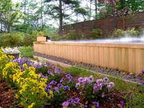 四季折々の大自然に囲まれた、開放感あふれる絶景露天風呂。