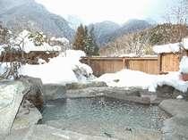 冬の貸切露天風呂「見峰の湯」は寝湯付き♪予約不要・無料で24時間利用OK!