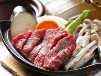 好評の飛騨牛ステーキ。陶板焼きでお好みの焼き加減でどうぞ(一例)