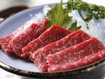 新鮮な飛騨牛を刺身でお召し上がりください(一例)