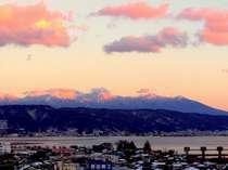 ホテル駅側・上層階からの八ヶ岳と諏訪湖の夕焼け