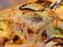 ライブキッチンで人気の八幡平マッシュルームとモッザレラチーズのピッザァが食べ放題