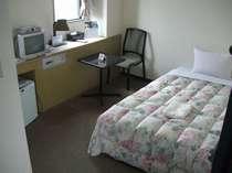 (シングル)広さ12平米でベッド120x200と安眠に最適な寝心lをお保証します