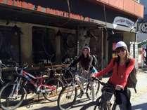 レンタサイクルで長野市街にお出かけの様子です。ゲストハウスPise(ピセ)より善光寺までは7分ほど。