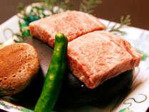お客様からご好評いただいている石焼ステーキ!