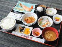 【朝食】好評の和食膳は品数も充実。日替わりで内容が変わります。