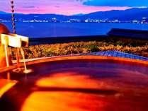 大浴場『湖眺(こちょう)の湯』 露天(白の泉)からの夕景