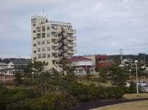 丸い地球を見渡すグロリア九十九里浜ホテルの概観