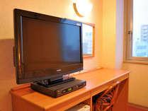 【デジタル液晶テレビ】ツインルームには大型テレビを設置。スポーツや映画に盛り上がるのも楽しい。