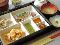 【朝食】1品1品が手作り。無添加で栄養バランスに配慮した、からだに優しい和食が人気。