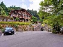 *豊かな自然が織り成す成川渓谷は宇和島駅から車で20分圏内。爽やかな森で過ごす休日をお愉しみ下さい。