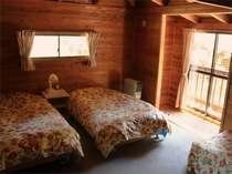 本館洋室本館洋室も木の温かみあるウッディなお部屋