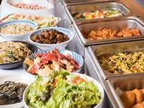 日替わりメニューの和洋食バイキング♪地元素材を中心とした様々なお惣菜