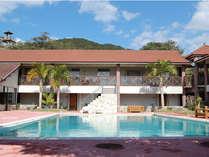 本館にはプール、大浴場、コインランドリーなどがあり、東館やコテージにお泊りの方もご利用いただけます。