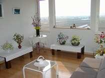 ステラの2階には、地元の方の絵や工芸品などの展示が出来るギャラリーを併設しています。