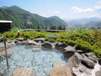 *露天風呂(男性)/谷川岳と湯沢の街並みを望む、まさに絶景。