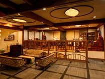 *茶寮~瀬音~/大きな窓のある吹き抜けのロビーには四季折々の風景が映ります