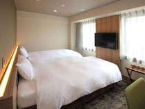 ★リニューアルツイン★バスルームや家具など丸ごと一新!シモンズ社製のベッドを設置。