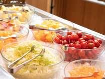 【朝食】こだわりの食材、旬の野菜を使った創作料理をビュッフェスタイルで!※イメージ