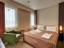・【スタンダードダブル】ベッドサイズは横幅160cm。余裕の広々スペースです。
