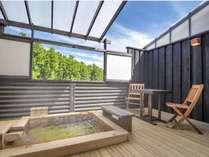 別館月あかり「弓張」檜造りの露天風呂
