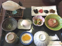 【朝食一例】旅館ならではの和定食。ご飯は地元産の河和田米を使用しております