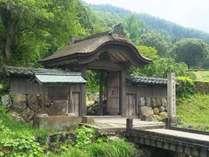 一乗谷朝倉氏遺跡は車で約20分。国の重要文化財に指定されている城下町跡です。