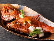 【金目鯛の姿煮】地元勝山港で揚がった金目鯛を料理長特製の煮付でどうぞお楽しみください。