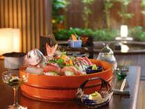 【部屋食】ご夕食はお部屋食!プライベートなお食事タイムをお楽しみください。