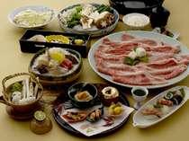 すき焼きの他に八寸、にぎりとおつくりなどがついた特選神戸牛すき焼き