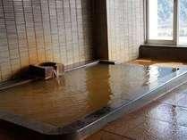三田洞泉(長良川温泉)単純鉄冷鉱泉(中性低張性冷鉱泉)淡黄褐色で混濁、わずかに鉄味と金気臭が特徴。