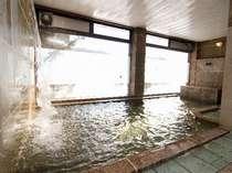 ゆったりした湯船で温泉をお楽しみください(一例)