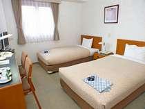 標準タイプのお部屋、スタンダード・ツインルーム。有線・無線ネットOK!全室個別空調、ウォッシュレット