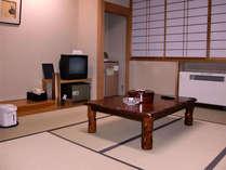 *【和室(一例)】畳のお部屋で足を伸ばしておくつろぎください。