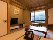 落ち着くサイズ感の8畳の和室はお値打ち。