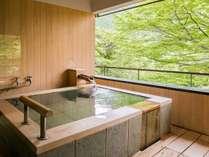 【佳松亭】五ツ星コンセプト客室。緑と光が美しい露天風呂