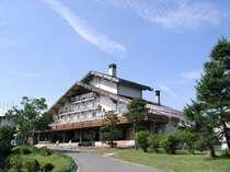 高原のランドマーク「斑尾高原ホテル」。
