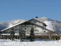 斑尾高原スキー場へは徒歩0分の好立地。玄関先でスキーに履き替えてゲレンデへ。