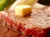 火が通って肉汁が出てきたらバターを乗せてね。バターがトロけだしたら食べごろだよ♪