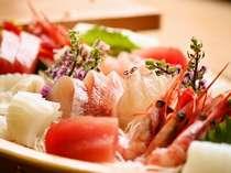 沼津港仕入れの新鮮な刺身を部屋食で!!ネタは日替わりのお楽しみ♪(写真は一例です)
