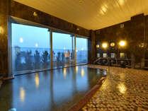 ≪遊楽源泉≫海底1525mからくみ上げる自家源泉。空の色に合わせて変化する絶景の海を眺めながら♪