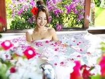 【ガゼボスパルーム】花風呂も楽しめる至福の時間♪