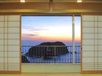美しい夕景が魅力のオーシャンビュー和室です。