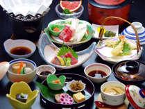 中高年のお客様や女性にピッタリの、量控えめの会席料理をご用意致します。