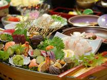 新鮮なお造り・海の幸イッパイの季節の会席料理をどうぞ♪※海の幸会席、船盛は大人2人前一例